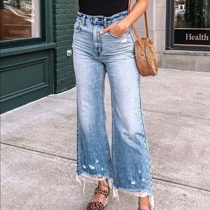 A&F Ultra High Rise Wide Leg Cropped Jeans